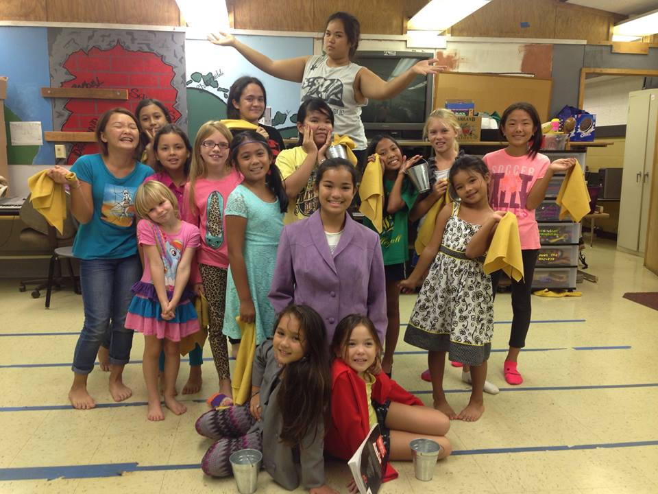 Photo of Lanai Academy cast of Annie Jr.