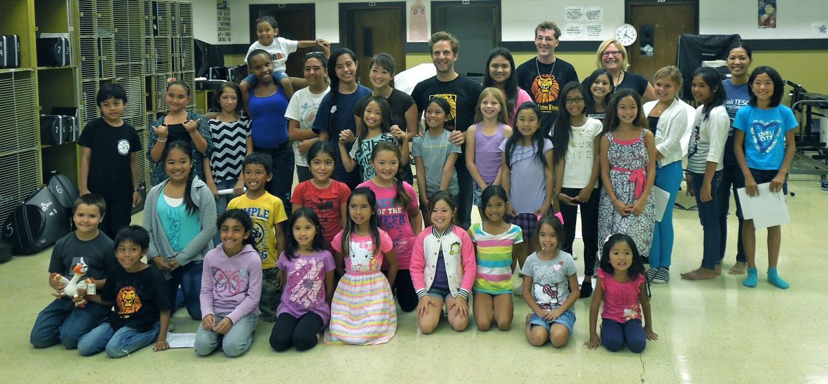 Photo of Lanai students and Lion king cast members.